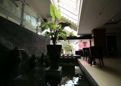 Hotel Pyrenees Jogja Lobby