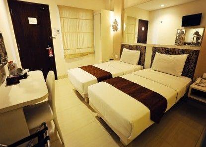 Hotel Pyrenees Jogja Kamar Tamu