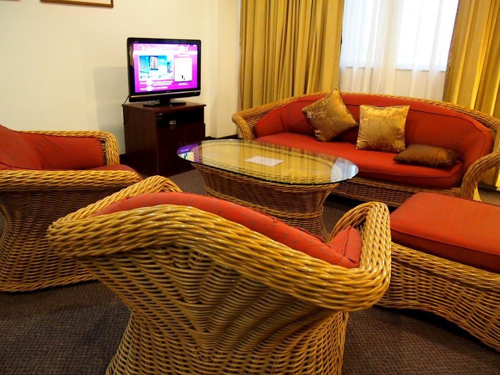 Hotel Royal Singapore,Tan Tock Seng Hospital