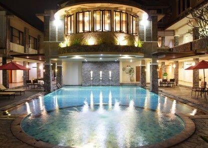 Hotel Sriti Kolam Renang