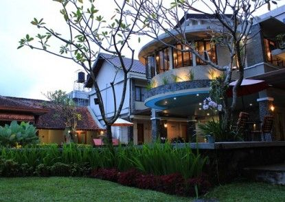 Hotel Sriti Eksterior