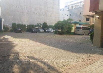 Hotel Surya Baru Tempat Parkir