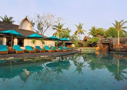 Hotel Vila Ombak Kolam Renang