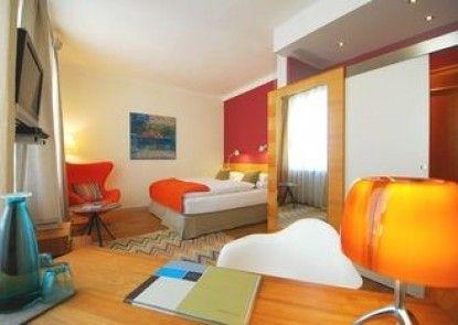 Hotel & Villa Auersperg