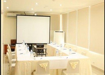 House Of Arsonia Orchid Ruangan Meeting