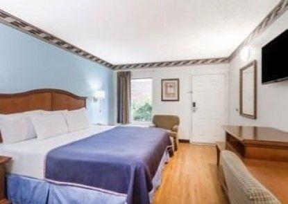 Howard Johnson Express Inn-Savannah, GA