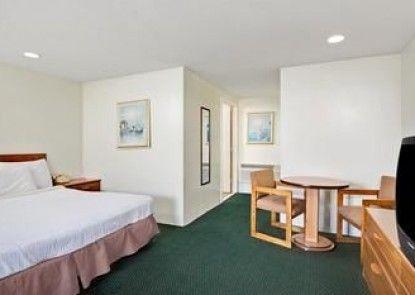 Howard Johnson Inn Cape Cod Area