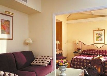 Hôtel Suites Unic Renoir Saint Germain