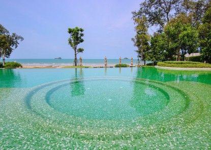 Hua Hin Luxury Beachfront Condo By Mon
