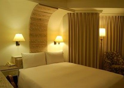 Hua Tong Hotel