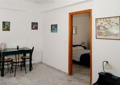 Idomeneas Apartments & Studios
