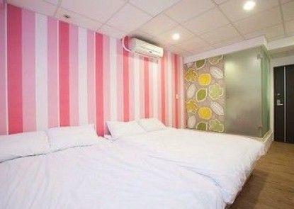 i-GoGo Colorful Hostel