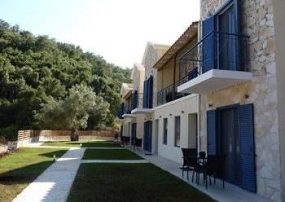 Ilianthos Apartments & Studios