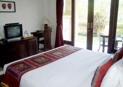 Inata Monkey Forest Hotel Teras