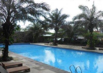 Indoluxe Rent Apartment Kolam Renang