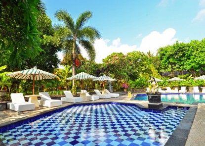 Inna Sindhu Beach Hotel Kolam Renang