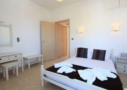 Iraklis Studios & Apartments