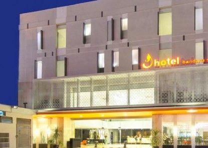 J Hotel Soekarno Hatta Eksterior