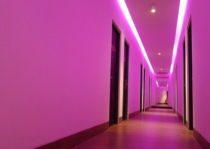 J iCon Hip Hotel Interior