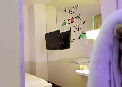 J iCon Hip Hotel Kamar Tamu