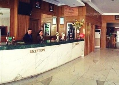 John\'s Pardede Internasional Hotel Penerima Tamu