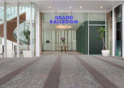JS Luwansa Hotel & Convention Center Teras