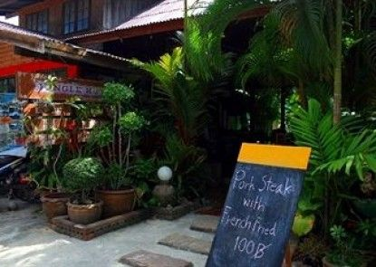 Jungle Hut Bungalow & Hotel