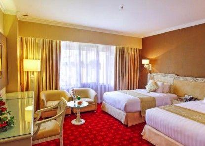 Kartika Chandra Hotel Kamar Tamu