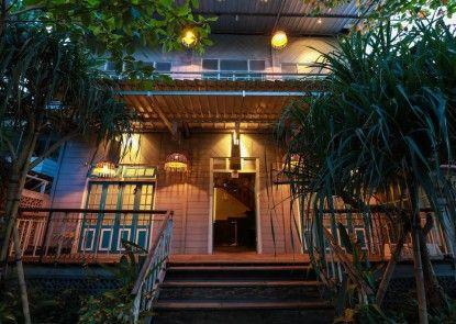 Kosta Hostel Seminyak Pintu Masuk