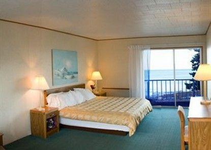 K Royale Lakefront Inn