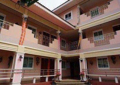 Kumkaew Tawon Palace Hotel