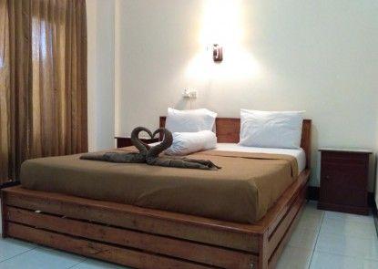 Kurnia Jaya Hotel Kamar Tamu