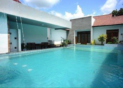 Kusuma Hotel Condongcatur Yogyakarta Teras