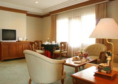 Kusuma Sahid Prince Hotel Solo Ruang Tamu