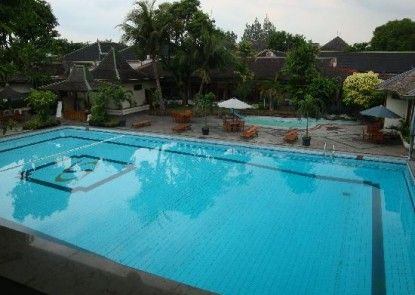 Kusuma Sahid Prince Hotel Solo Kolam Renang