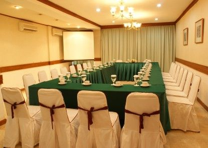 Kusuma Sahid Prince Hotel Solo Ruangan Meeting