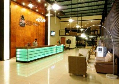 Kuta Station Hotel & Spa Lobby