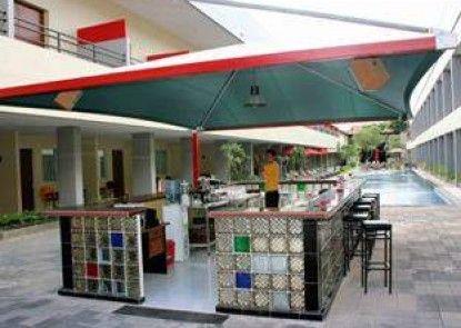 Kuta Station Hotel & Spa Bar