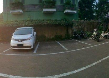 La Derra Hotel Tempat Parkir