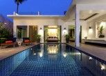 Pesan Kamar Beachfront Pool Villa - Free Daily Minibar di La Flora Resort Patong
