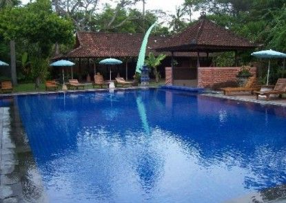 Laghawa Beach Hotel and Villa Kolam Renang