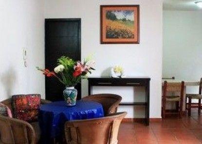 La Iguana de Oro Studios & Apartments