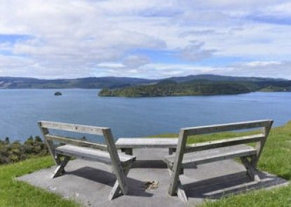 Lakefront Executive Retreat
