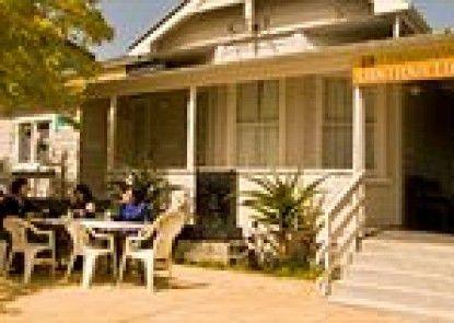 Lantana Lodge - Hostel