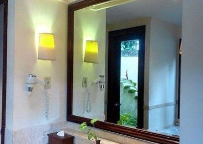 Laras Asri Resort & Spa Kamar Mandi