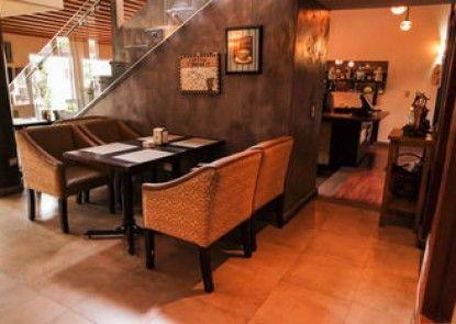 La Riviera Hotel Bed and Breakfast
