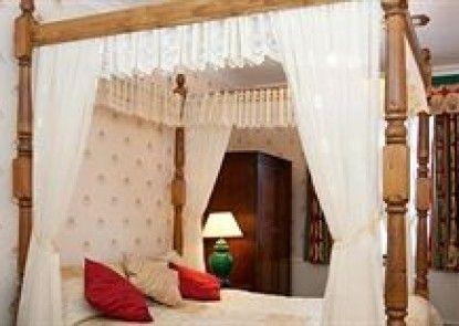 Larkfield Priory Hotel & Restaurant Teras