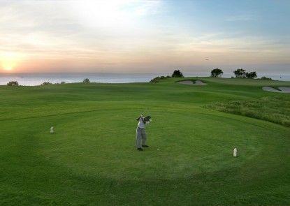 Le Grande Bali Lapangan Golf (di tempat)