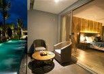 Pesan Kamar Horizon Pool Access Room King Bed di Le Coral Hideaway Beyond Phuket