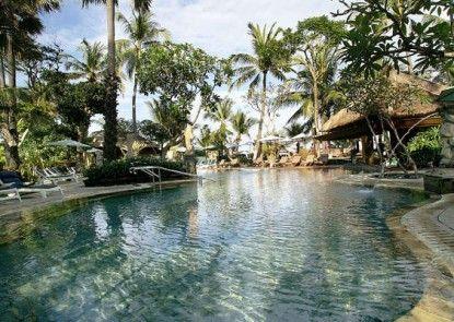 Legian Beach Hotel Kolam Renang
